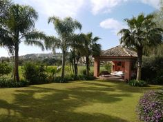 Looking to but a villas in Nueva Andalucia. How about this lovely property in Las Cerquilla, on the golf course