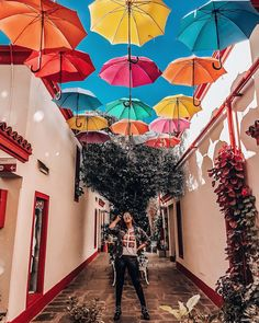 PARAGUAS DE COLORES SAN TELMO Argentina Travel, Peru Travel, Solo Travel, Oh The Places You'll Go, Places To Travel, Argentine Buenos Aires, Argentina South America, Scenic Photography, Night Photography