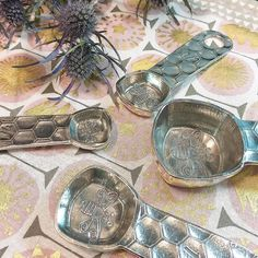 A huge thank you to @crosbyandtaylor for picking me as one of their winners and allowing me to splurge on these super adorable honey bee measuring spoons! I look forward to using them for years to come! #crosbyandtaylor  #measuringspoons #pewter #madeinamerica #madeintheusa #supportsmallbusiness #decorating #baking #love #food #foodporn #foodgasm #foodstagram #foodpics #foodblogger #foodblog #recipe #faithhopeloveandlucksurvivedespiteawhiskeredaccomplice #vais4bloggers #vafoodie #yum #cats…