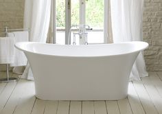 This is about French bathtub for French Boudoir Bathing. This bathtub is designed without a chic bathtub. This design is one of the newest Touluse bathtub which made by Victoria. Home Renovation, Victoria And Albert Baths, Bad Styling, Bathroom Styling, Bathroom Ideas, Bathroom Designs, Bathroom Layout, Bath Ideas, Bathroom Organization