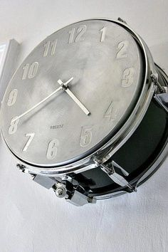 If you've got time for a #DIY project, then turning an old drum into a clock is perfect! #music