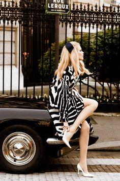 In park – model Claudia Schiffer, photographer Ellen von Unwerth, black and white print dress, black headband, white pumps