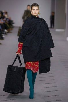 For Balenciaga's fall-winter 2017 collection, Demna Gvasalia continued his focus on oversized silhouettes and a play on proportion. The Georgian designer opened the show with a series of coats and jackets styled to the side. When the Balenciaga woman sheds her layers, what is revealed includes high-necked blouses and shirts paired with mid-length skirts and …