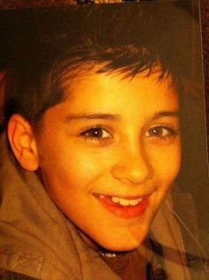 OMG this picture of Zayn looks just like my brother when he was little.<<<<< what if ur lil bro loooks like zayn now when he grows up? Zayn Malik 2010, Zayn Malik Photos, Liam Payne, Larry Stylinson, Niall Horan, Louis Tomlinson, Zany Malik, One Direction Zayn Malik, Music Competition