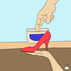 6-Zapatos de charol limpios y brillantes sin esfuerzo. Eliminar la suciedad sin perder el brillo del charol no es problema si utilizas vaselina. Solo unta un poco por su superficie y frota con un paño viejo y suave. Quedarás sorprendida del resultado.