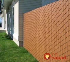 Vinyl Wood Privacy Link chain link fence with privacy bars # chain # … - Modern Chain Link Fence Cover, Chain Link Fence Privacy, Chain Fence, Wood Privacy Fence, Fence Slats, Front Fence, Wooden Fence, Fencing, Backyard Fences