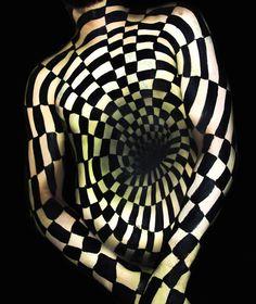 Incredible Body Painting Turns Torsos into Mind-Bending Optical Illusions - My Modern Met