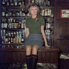 Brigitte Bardot a Londra in un pub (1968).