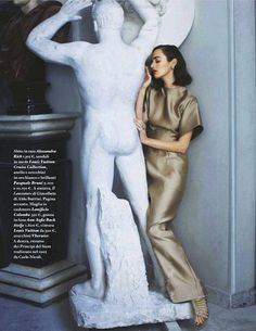 "Fashion ...""Impara l'arte"": Olya Zueva and Statues by Michael Woolley for Io Donna"