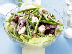Grüner Bohnensalat mit Thunfisch, Roter Bete und Wachteleiern ist ein Rezept mit frischen Zutaten aus der Kategorie Gemüsesalat. Probieren Sie dieses und weitere Rezepte von EAT SMARTER!