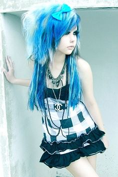 Blue & White Emo/Scene Hair✶ #Hairstyle #Colorful_Hair #Dyed_Hair
