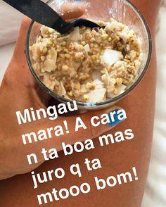 Bom dia com mingau!! 😋 Aveia + canela + coco ralado + pimenta cayena + amêndoas + passas  Deixar 10/15 min com água fervendo no copo tampado ou se tiver microondas, apenas 30 segundos e pronto! Tá mara!!