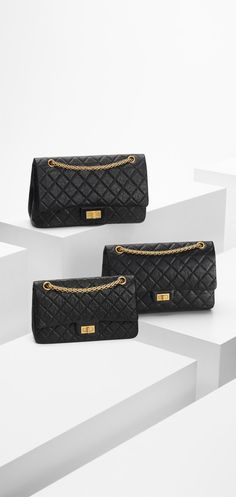 Chanel 2.55 reissue in size 225 - aged calfskin & light gold metal-black & burgundy lining