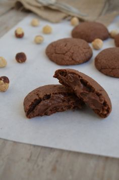Nutella Stuffed Cookies - Only 3 Ingredients easy fast super Cool Artisan Fun Baking Recipes, Sweets Recipes, Cookie Recipes, Nutella Cookies, Yummy Cookies, Greek Desserts, Easy Desserts, Biscuits, Cupcakes