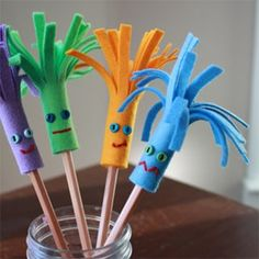 Felt pencil topper--great idea for an easy puppet. Could use wiggle eyes instead of buttons.
