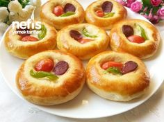 Yumuşacık Pizza Donut (Patisserie Rezept) - Pin This Tea Time Snacks, No Salt Recipes, Cooking Recipes, Best Appetizers Ever, Crescent Roll Appetizers, Pizza Pastry, Catering, Mini Pizza, I Love Food