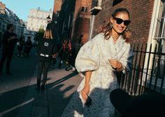 Phil Oh's Best Street Style Photos From London Fashion Week: Phil Oh is on the ground in London shooting the best looks outside Burberry, JW Anderson, and more of the top shows. Cool Street Fashion, Street Style, Fashion Week 2018, Fashion Photo, London Fashion, Kimono Top, Vogue, My Style, Womens Fashion