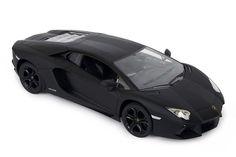 Lamborghini Aventador LP700-4 Skala 1:10. Ein mattschwarzer Blitz, der auf glatten Böden oder Teppichen sofort riesige Freude entfacht. Hier wird die Feinmotorik mit Begeisterung geschult und auch die älteren Generationen werden vom Rennfieber gepackt. Ein tolles Modellauto zum Spielen und Sammeln.