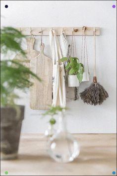 Industrial Decorating Ideas For Your Space Grey Kitchen Cupboards, Kitchen Hooks, Kitchen Black, Home Staging, Bedroom Vintage, Vintage Decor, Cottage Kitchens, Scandinavian Kitchen, Home Decor Kitchen