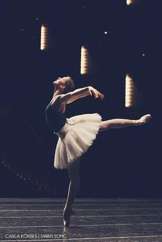 A photo essay of Carla& last Swan Lake at Pacific Northwest Ballet. Photography by Lindsay Thomas. Ballet Pictures, Dance Pictures, Ballet Art, Ballet Dancers, Pacific Northwest Ballet, Dance Poses, Ballet Photography, Learn To Dance, Ballet Beautiful
