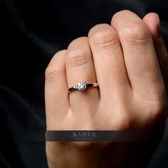 Zásnubný prsteň z 14 karátového zlata, osadený swarovski zirkónom s priemerom kameňa 6mm. možnosť vyhotovenia z 18 karátového zlata a v diamantovom prevedení s certifikátom 0,900ct. Prsteň vyrábame na zákazku v žiarivom bielom zlate, klasicko-nadčasovom žltom zlate a v romantickom červenom zlate. na šperk vystavujeme certifikát kvality so 6-ročnou zárukou a doživotným bezplatným servisom. Swarovski, Wedding Rings, Engagement Rings, Jewelry, Enagement Rings, Jewlery, Jewerly, Schmuck, Jewels