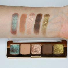 Gorgeous Makeup, Pretty Makeup, Eyeshadow Pallettes, Eye Palettes, Gold Palette, Beauty Consultant, Makeup Swatches, Aesthetic Makeup, Eyeshadows