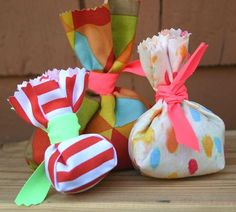 Extremely Cool DIY Wedding Favors