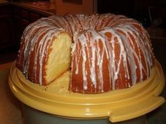 The Most Ultimate Buttery Cream Cheese Pound Cake - Recipes to Cook - Kuchen No Bake Desserts, Just Desserts, Delicious Desserts, Dessert Recipes, Yummy Food, Dessert Food, Food Cakes, Cupcake Cakes, Cream Cheese Pound Cake