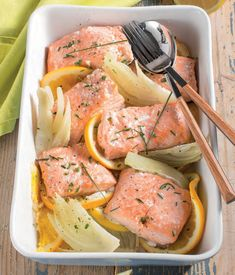 Salmone al forno con arancia e finocchi Healthy Cooking, Healthy Eating, Healthy Recipes, Kitchen Recipes, Cooking Recipes, Salty Foods, Fish And Seafood, Fish Recipes, My Favorite Food