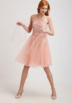 386 meilleures images du tableau Robes de soirée   Cute dresses ... 2167210a2f4