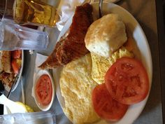 Country Breakfast #delicious Country Breakfast, Delicious Breakfast Recipes, Recipe Of The Day, Good Food, Meals, Chicken, Products, Meal, Healthy Food