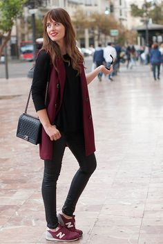 See the week's most inspiring fall / winter outfit ideas, from neutral-toned layers to insanely chic boho ensembles. Get the looks here! Long Vest Outfit, Vest Outfits, Casual Winter Outfits, Fall Outfits, Women's Casual, Rosa T Shirt, Girls Night Dress, Burgundy Sneakers, Burgundy Vest