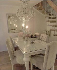 Dining Room Table Decor, Elegant Dining Room, Dining Table Design, Home Living Room, Living Room Decor, Decoration Chic, Home Comforts, Luxury Home Decor, Home Decor Kitchen
