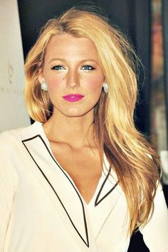 Blake Lively - glowing skin, hot pink lip