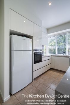 A small, sleek, modern kitchen for this lovely home in Camberwell. www.thekitchendesigncentre.com.au @thekitchen_designcentre