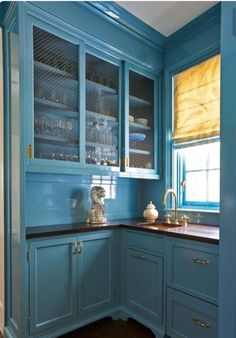 Home Interior White Glossy Blue Cabinets.Home Interior White Glossy Blue Cabinets Kitchen Butlers Pantry, Butler Pantry, New Kitchen, Kitchen Dining, Dining Room, Kitchen Ideas, Blue Cabinets, Kitchen Cabinets, Shaker Cabinets