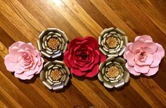 Red and pink roses with metallics...gorgeous!
