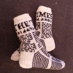 The Times - sanomalehtisukat (oma malli) Crochet Socks, Knitting Socks, Knit Crochet, Boot Toppers, How To Purl Knit, My Socks, Dobby, Sock Shoes, Knit Patterns