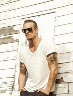 Picture of Joel Kinnaman Swedish Men, Swedish American, Joel Kinneman, Altered Carbon, Surfer Boys, Hunks Men, Black White, Charming Man, Pretty Men