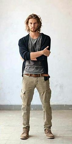 Cargo Pants Outfits for Men – 17 Ways to Wear Cargo Pants - outfit.tophaarmodelle Cargo Pants Outfits for Men - 17 Ways to Wear Cargo Pants Mode Masculine, Sharp Dressed Man, Well Dressed Men, Mode Man, Herren Outfit, Men Street, Mode Style, Men's Style, Boho Style Men
