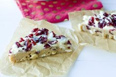 Cranberry Bliss Bars - a Starbucks Copy Cat Recipe! Easy Holiday Desserts, Holiday Baking, Just Desserts, Holiday Treats, Cranberry Cheesecake, Peppermint Cheesecake, Cranberry Sauce, Cranberry Bliss Bars Starbucks, Chocolate Graham Crackers