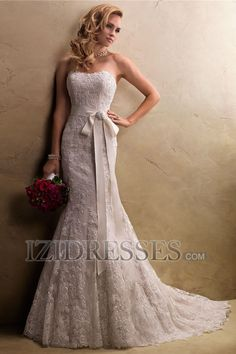 Trumpet/Mermaid Strapless Lace Wedding Dress