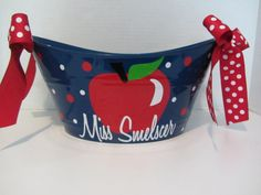 Personalized teacher oval toy, gift or storage tub bucket basket- gift for teacher - apple design Teacher Gift Baskets, Teacher Gifts, Basket Gift, Vinyl Crafts, Vinyl Projects, Craft Gifts, Diy Gifts, My Favourite Teacher, Back To School Gifts