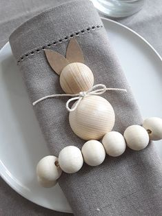 www.de Easter decoration DIY / wooden bunny DIY with kraft paper tubes . www.de Easter decoration DIY / wooden bunny DIY with kraft paper tubes www Diy Easter Decorations, Decoration Table, Easter Crafts, Crafts For Kids, Diy Osterschmuck, Bois Diy, Wood Crafts, Diy Crafts, Christmas Napkins