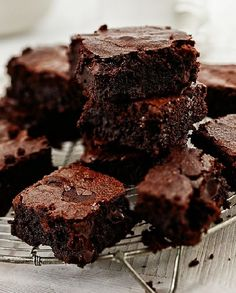 Indulge yourself and try our Chocolate brownies recipe. Transform your brownies into rich, indulgent squidgy pieces of brownie heaven. Ultimate Chocolate Brownie Recipe, Vegan Brownie, Brownie Recipes, Cake Recipes, Chocolate Fudge, Chocolate Desserts, Fodmap Recipes, Gluten Free Recipes, Baking Recipes