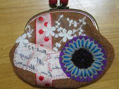 Disse Deux Collage Quilt Patchwork Pouch Bag Purse Pouch Bag, Handmade Bags, Purses And Bags, Coin Purse, Collage, Quilts, Wallet, Scrappy Quilts, Handmade Handbags