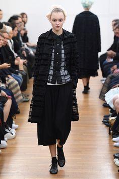 Comme des Garçons Comme des Garçons Spring 2016 Ready-to-Wear Collection Photos - Vogue  http://www.vogue.com/fashion-shows/spring-2016-ready-to-wear/comme-des-garcons-comme-des-garcons/slideshow/collection#6