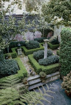 Stephen Volupe's garden in San Francisco, as featured in the Wall Street Journal (28 April 2014).