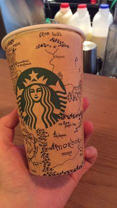 Dibuja un mapa de la Tierra Media del Señor de los Anillos en un vaso de Starbucks