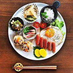 簡単にもっとオシャレに♡カフェ風盛り付けのコツ - Locari(ロカリ) Asian Cooking, Easy Cooking, Cooking Recipes, Japenese Food, How To Eat Better, Food Displays, Food Illustrations, Food Presentation, Food Plating